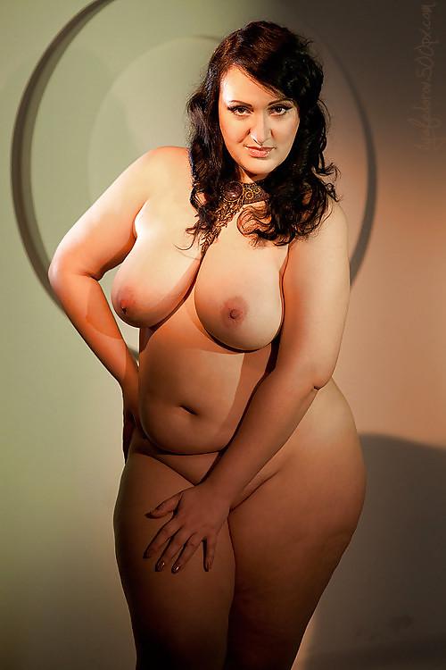 Skinny brunette milf creampie