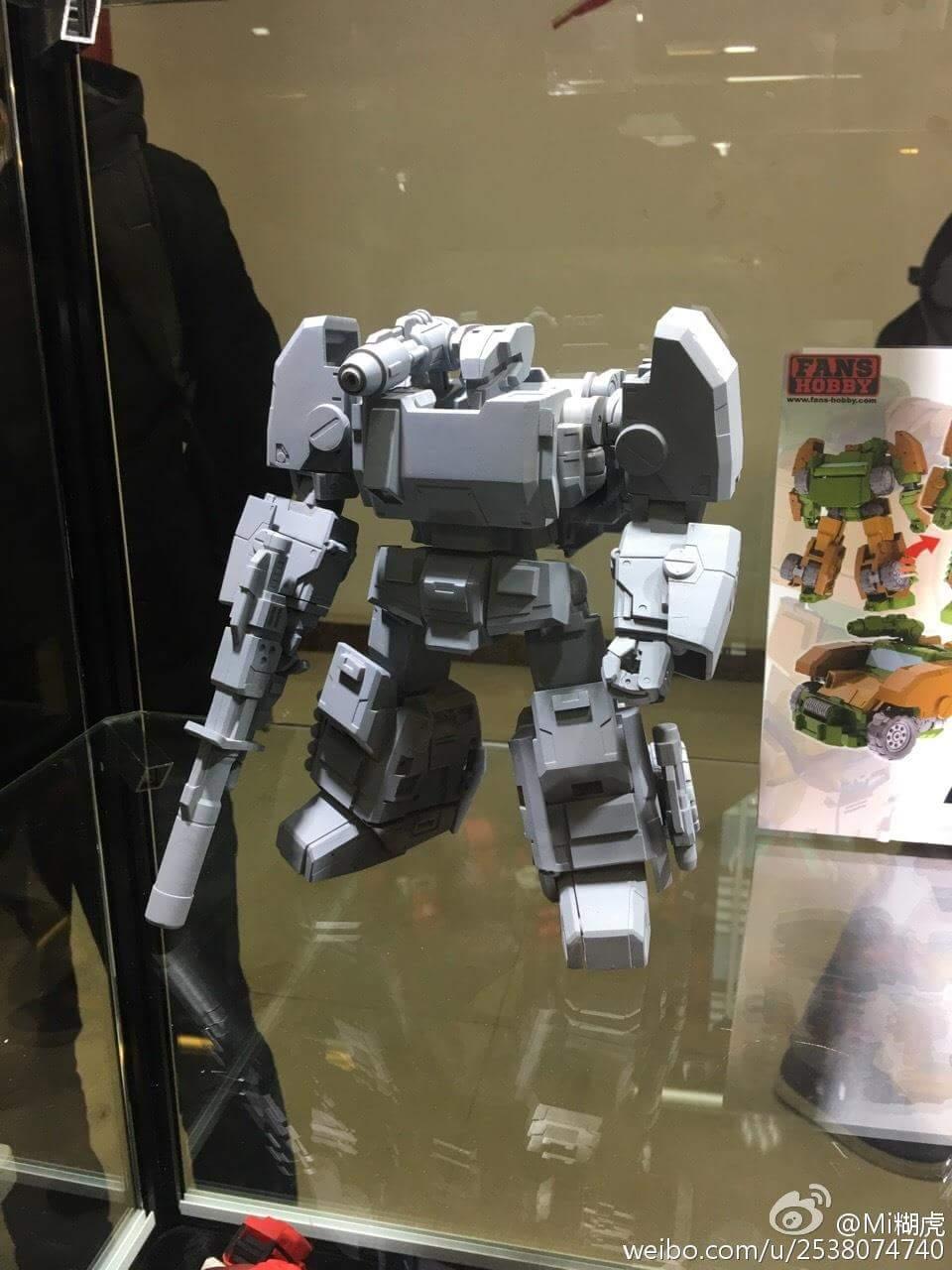 [FansHobby] Produit Tiers - Master Builder MB-07 Gun Buster - aka Roadbuster/Cahot des Wreckers IDW WjGQ2KWE