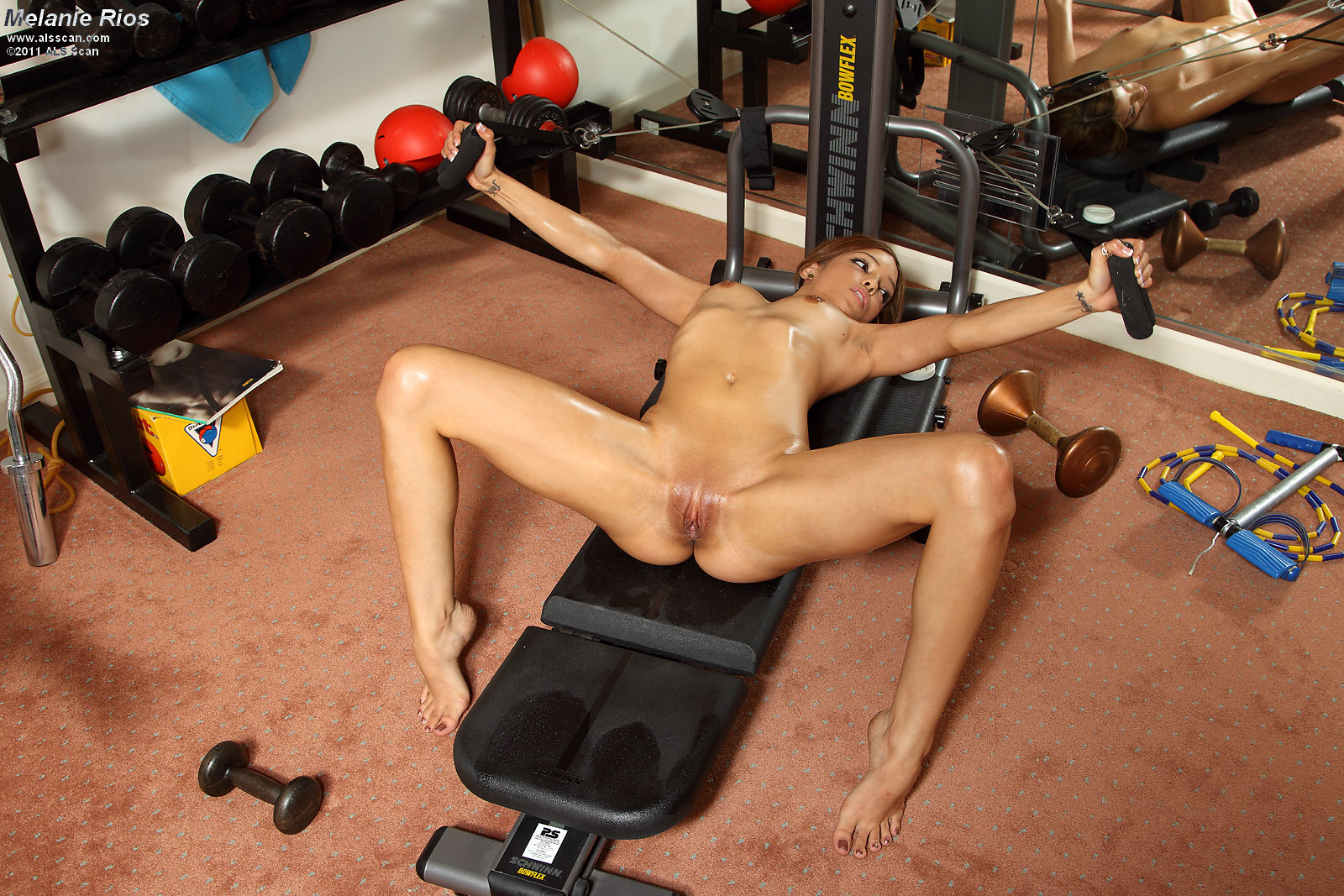 Порно в спортзале красивых девушек #7