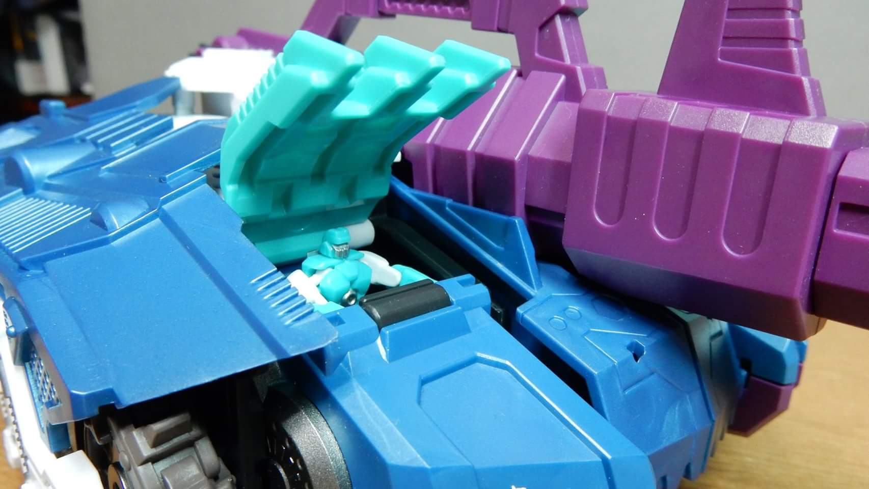 [Mastermind Creations] Produit Tiers - R-17 Carnifex - aka Overlord (TF Masterforce) - Page 3 XYTkkY6R