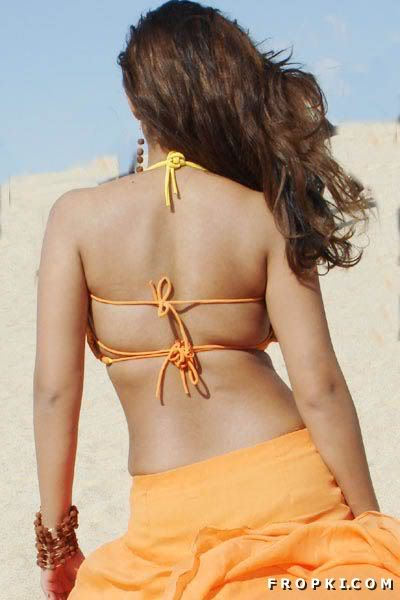 Nayantara Sexy Bare Back photos AcykEQeE
