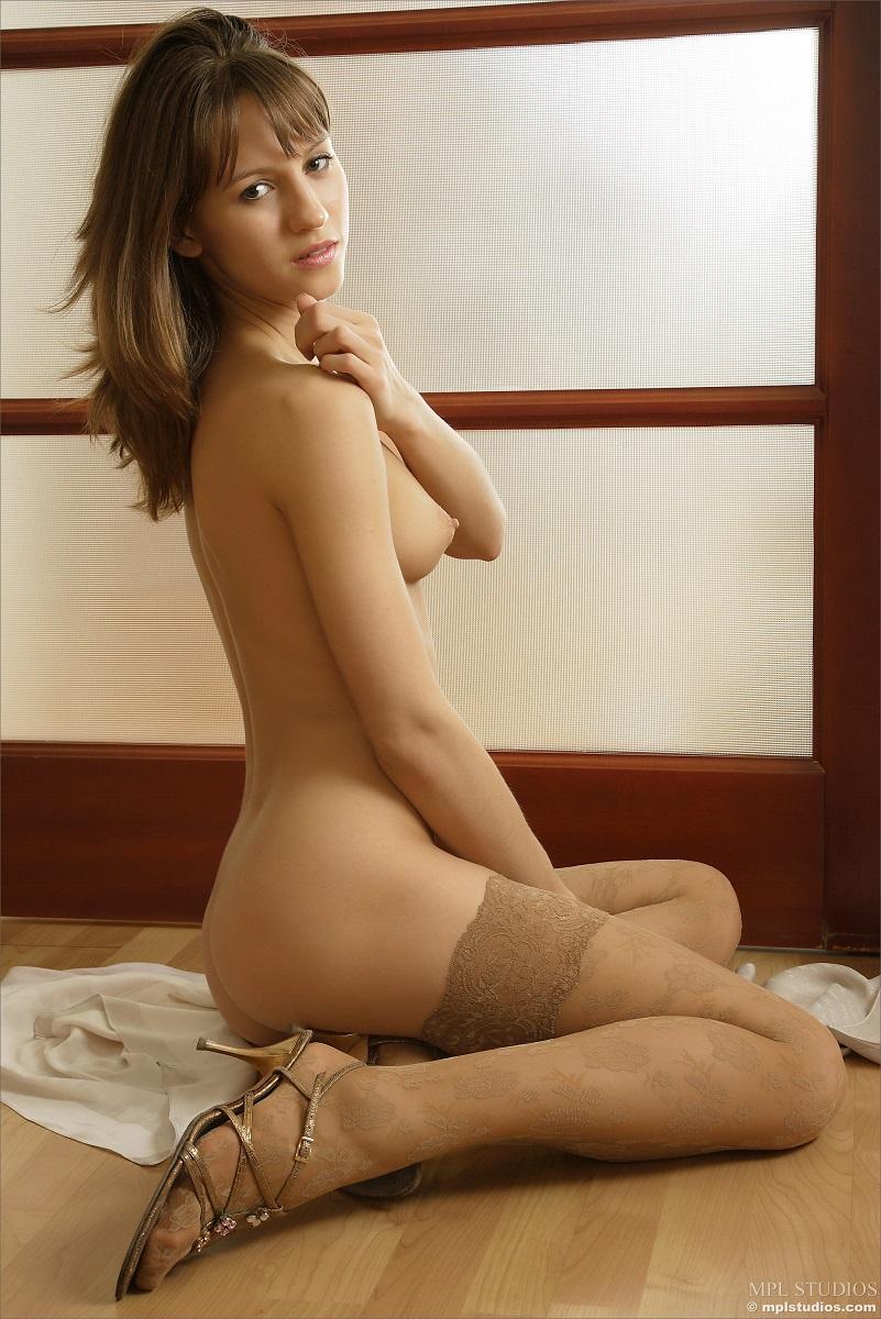 Alisa chupando su pulgar