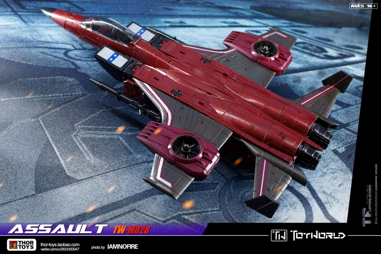 [ToyWorld] Produit Tiers - TW-M02A Combustor (Ramjet/Statoréacto), TW-M02B Assault (Thrust/Fatalo), TW-M02C Requiem (Dirge/Funébro) - Page 3 IzAOPD9f