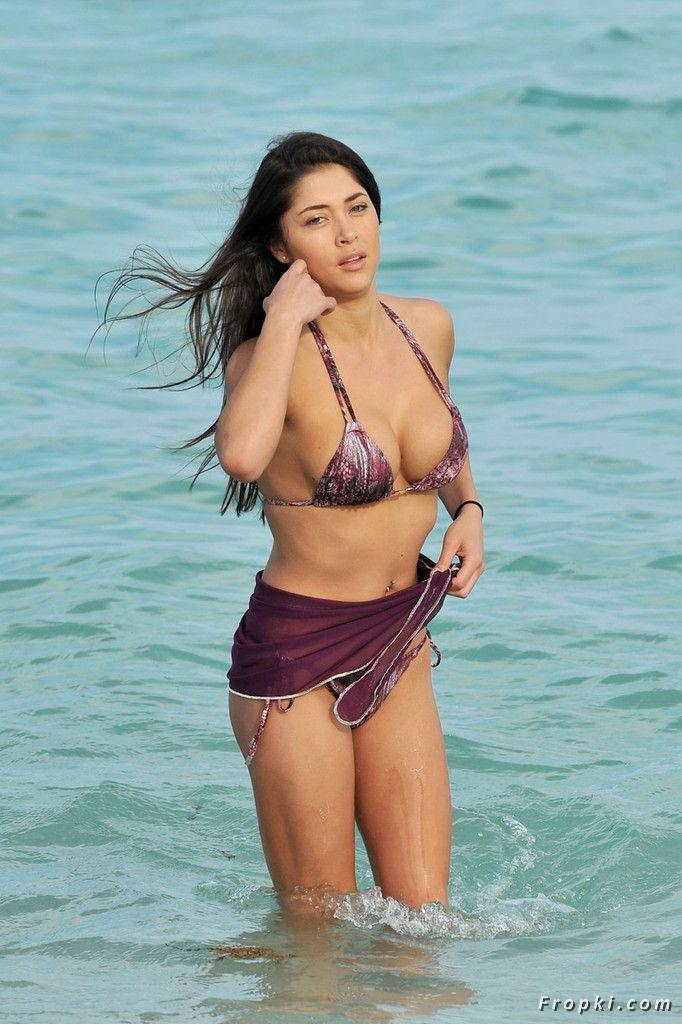Arianny Celeste in bikini on a beach in Miami AbxpyQLs