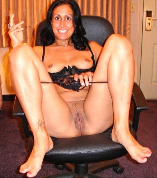 Olivia longott posando desnuda