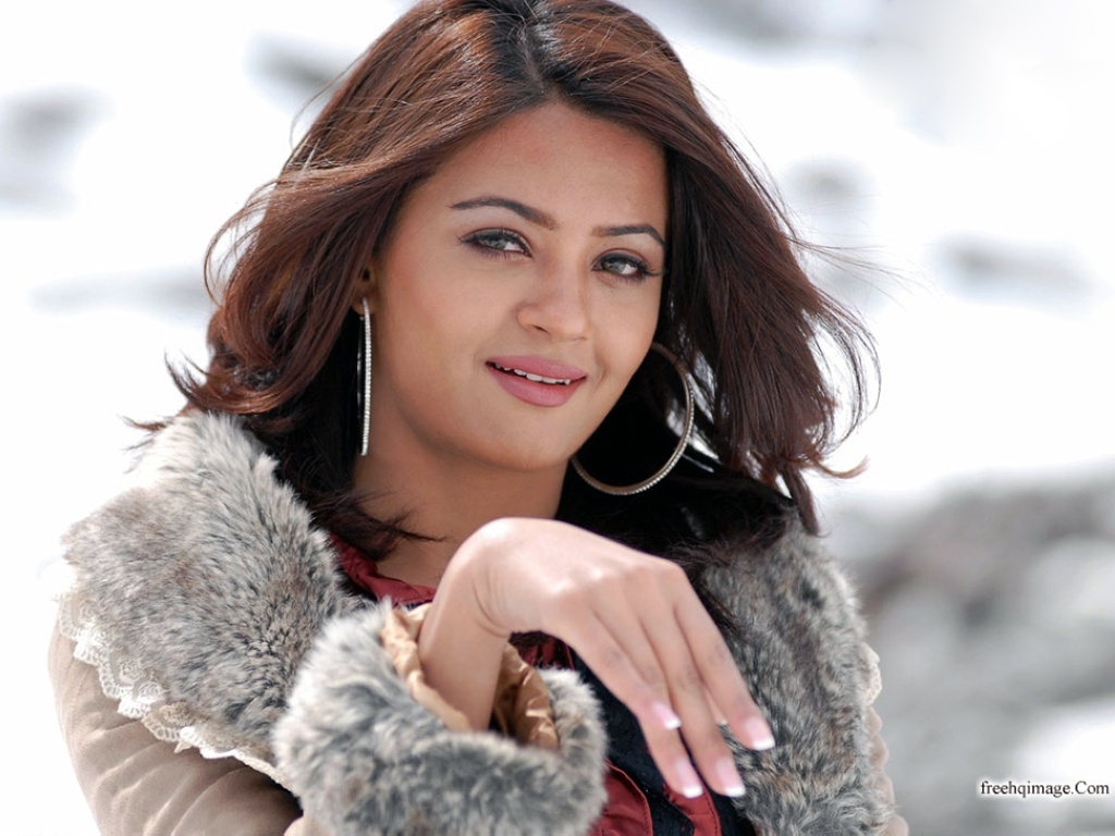 Bollywood Actress Surveen Chawla AbfNLoUD