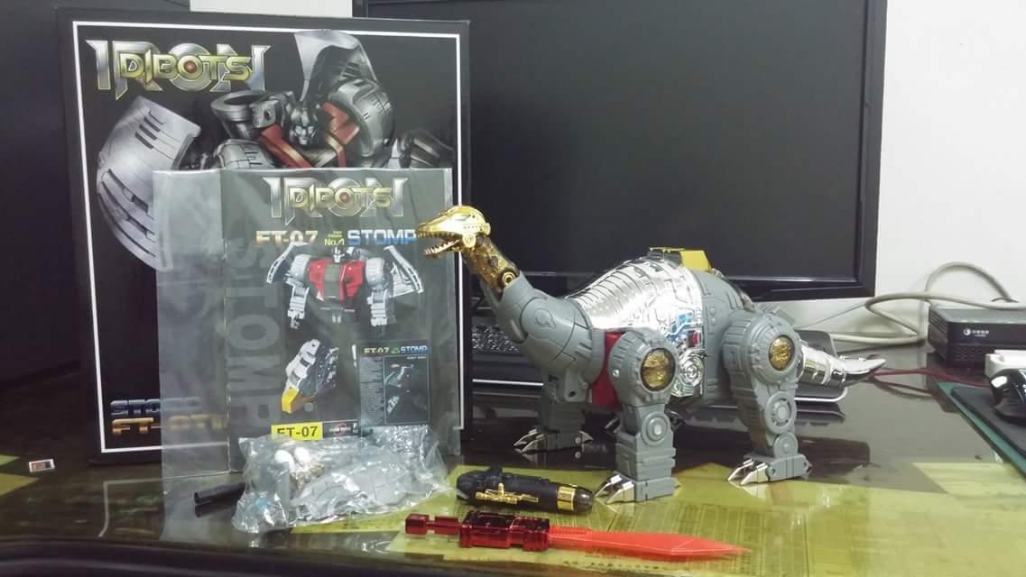 [Fanstoys] Produit Tiers - Dinobots - FT-04 Scoria, FT-05 Soar, FT-06 Sever, FT-07 Stomp, FT-08 Grinder - Page 9 IkkoVsi0