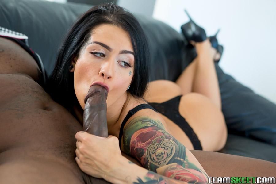 Katrina Jade - una verga negra para su boca y conchita