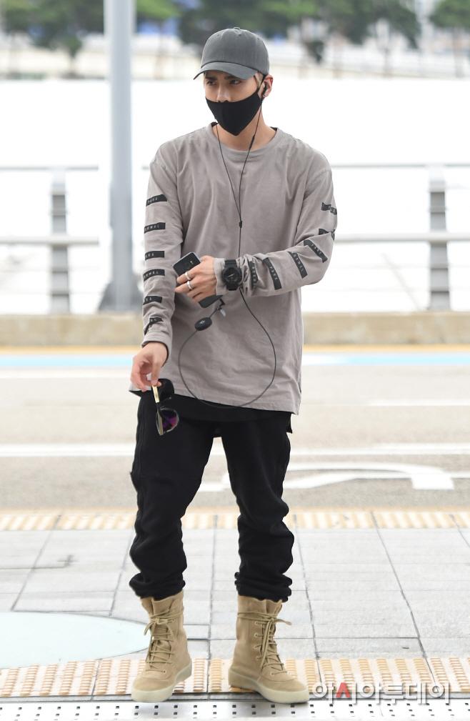 [IMG/160715] Jonghyun, Key @ Aeropuerto Incheon hacia Japón. DdWsIcXH