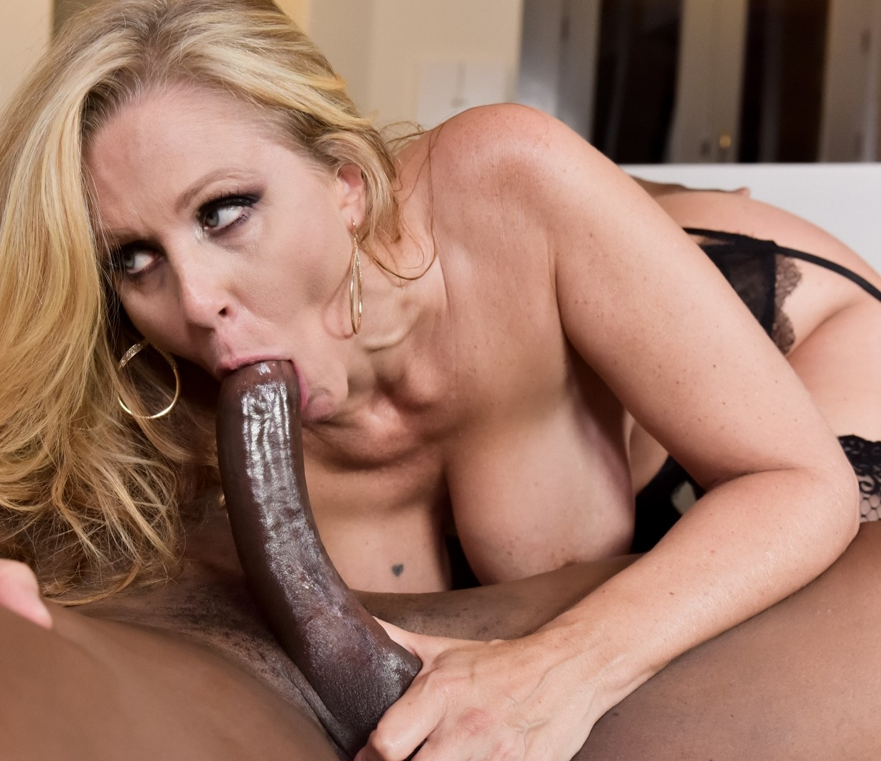 julie-movie-sex