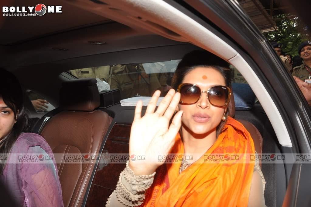 Deepika Padukone Visited Lord Ganesha Siddhivinayak Temple Adcre2j4