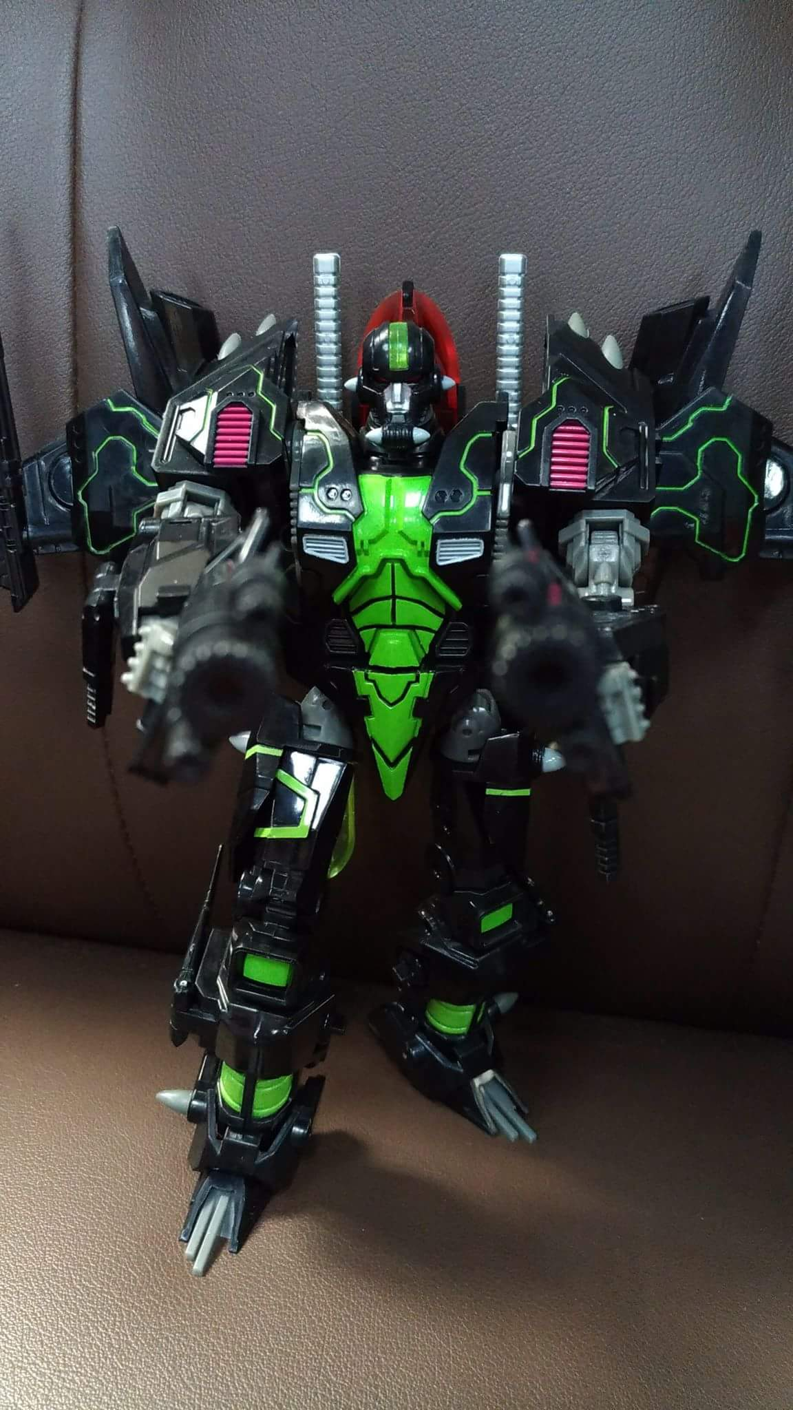 [Mastermind Creations] Produit Tiers - R-15 Jaegertron - aka Lockdown des BD IDW - Page 2 JfulZ52k