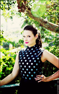 Katie Lowes Ulcv5qkL