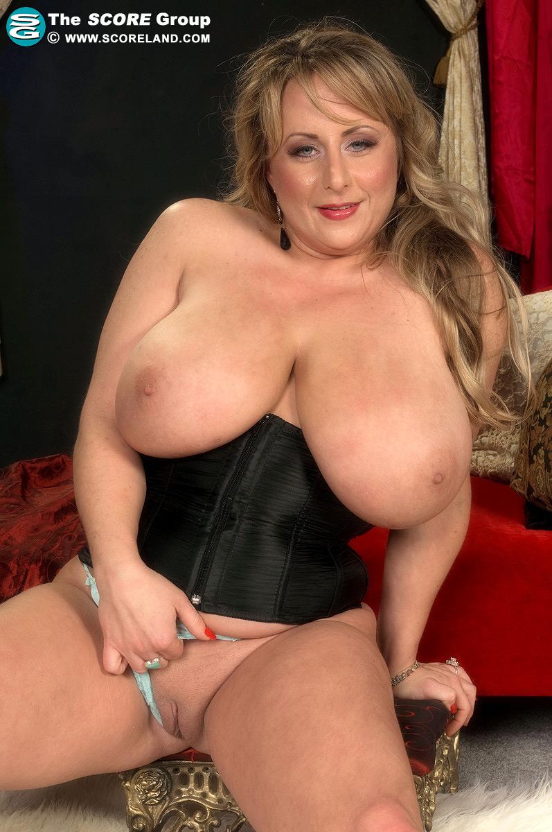 Stephanie mcmahon entrega el culo a sus fans - 2 part 10