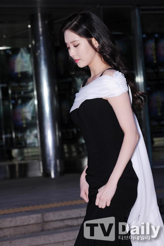 "[150122] Girls' Generation - TTS — Alfombra Roja de ""24° Premios de Música de Seúl"" Oi9iz9gQ"