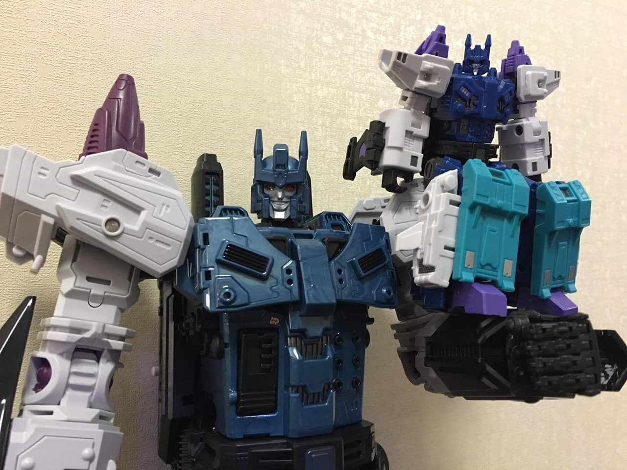 [Mastermind Creations] Produit Tiers - R-17 Carnifex - aka Overlord (TF Masterforce) - Page 3 M9s8hj9m