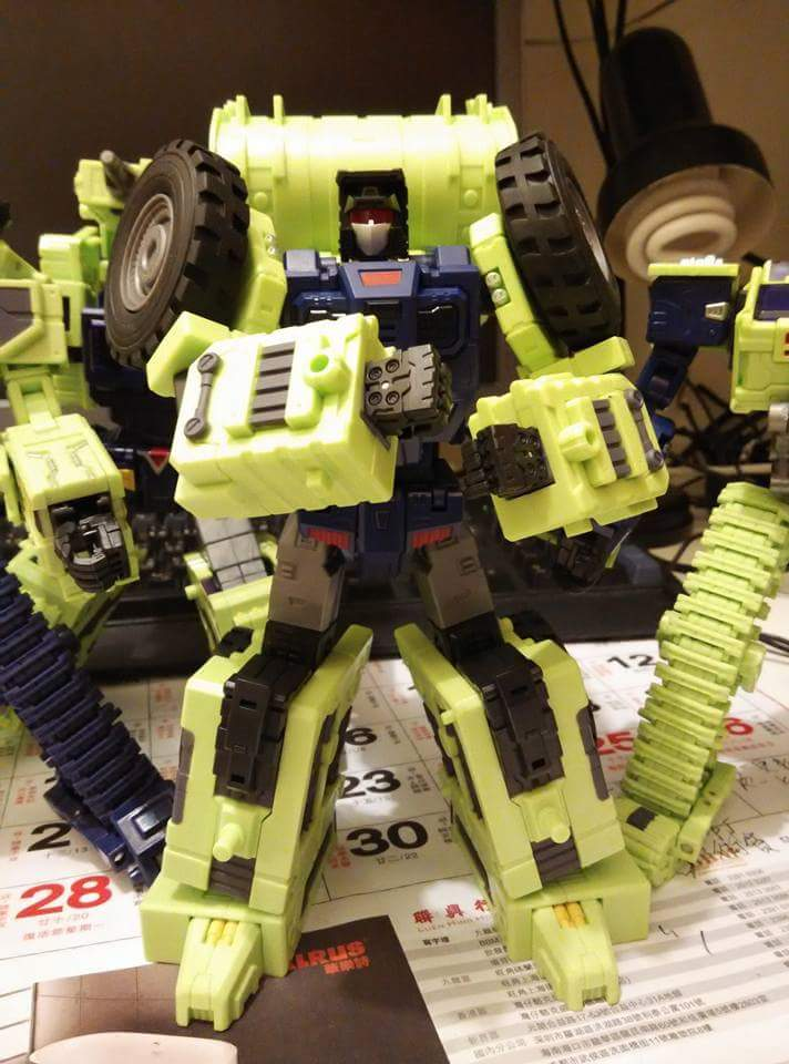 [Toyworld] Produit Tiers - Jouet TW-C Constructor aka Devastator/Dévastateur (Version vert G1 et jaune G2) - Page 5 AVEyGgGO