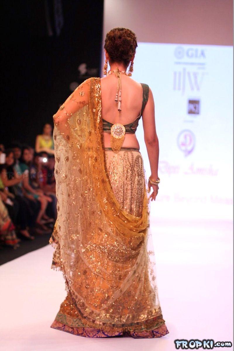 Sexy Aditi Rao Talks About Jewelry in IIJW 2013 AcsMjOpz