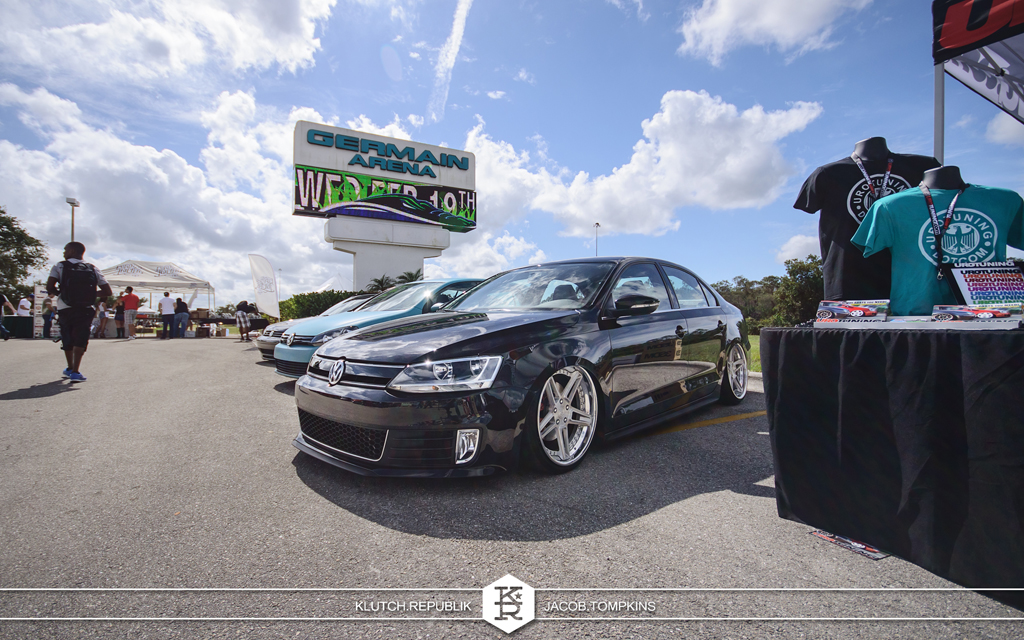 bagged passat black