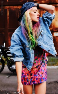 Chloe Norgaard AcxDwH1w