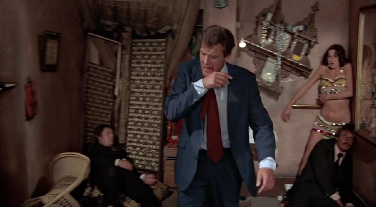 007 El Hombre Del Revolver De Oro 720p Lat-Cast-Ing 5.1 (1974)