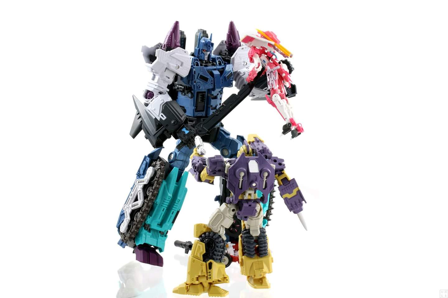 [Mastermind Creations] Produit Tiers - R-17 Carnifex - aka Overlord (TF Masterforce) - Page 3 GDiGYguO