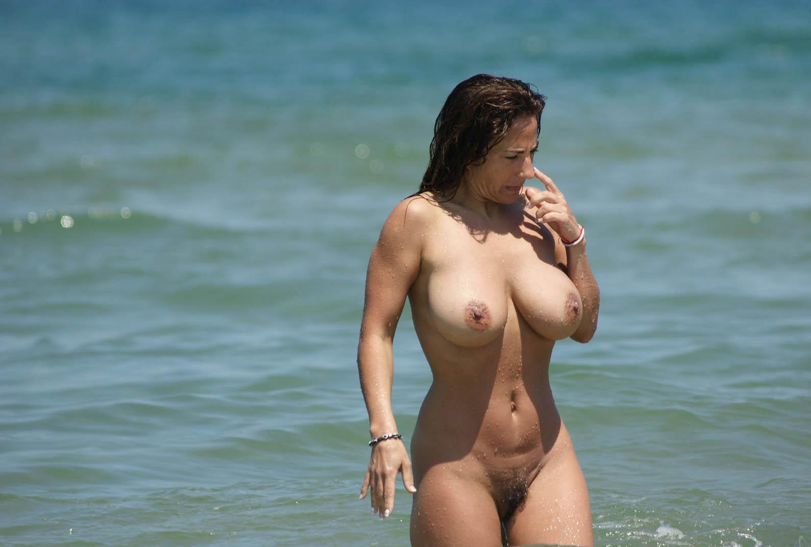 image Buxom brit sophie dee bikini tease