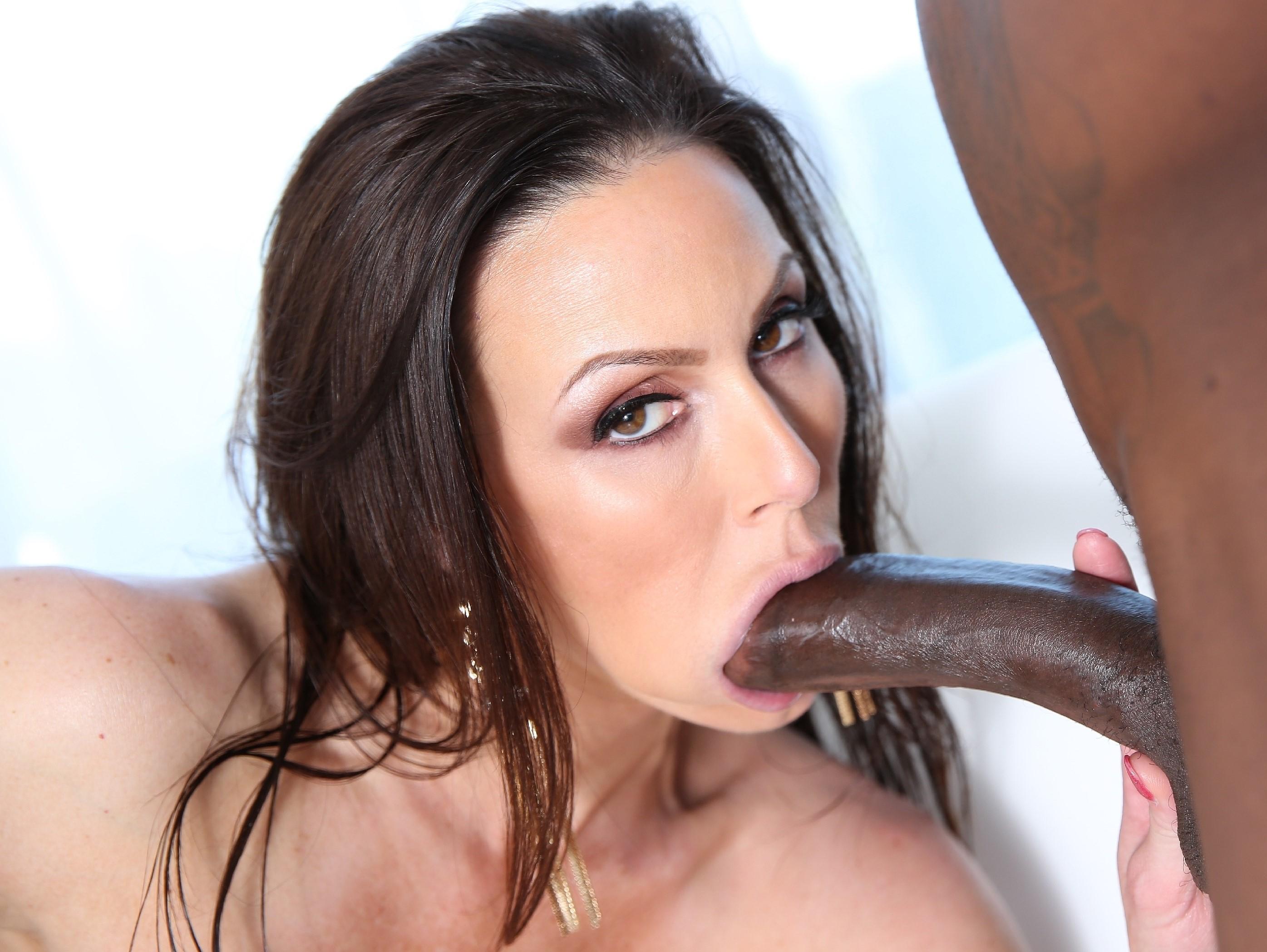 Kendra Lust - siempre hay una verga para ella (interracial)