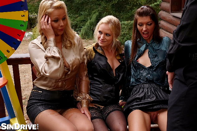 Susan , Nikki  y Rossella  - mear, chupar y coger