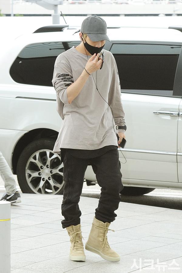 [IMG/160715] Jonghyun, Key @ Aeropuerto Incheon hacia Japón. BiQqK1oJ