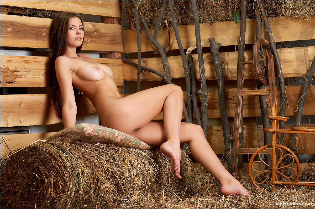 она фото деревенских голых девушек также самые сочные