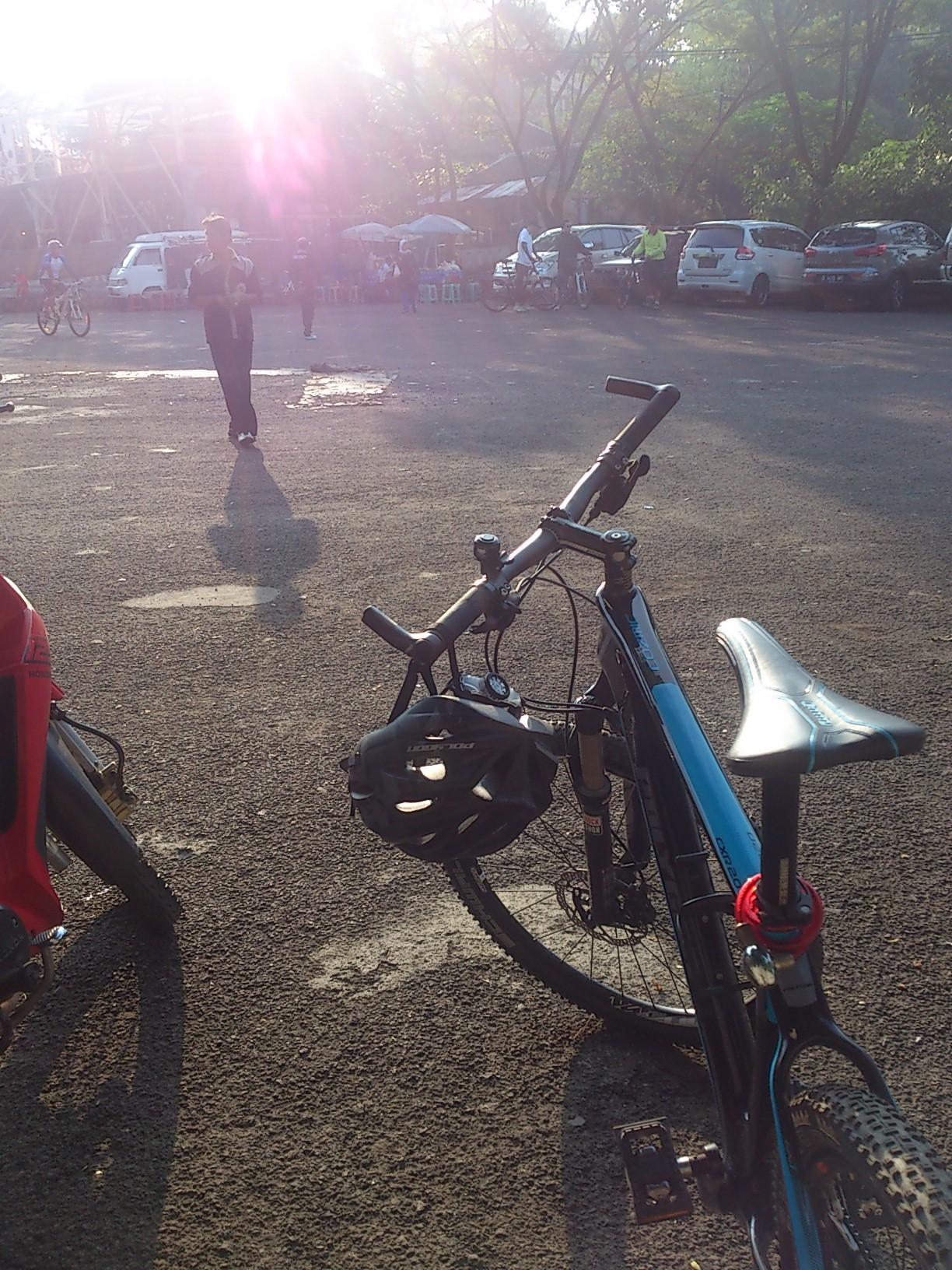 Jalur Sepeda Menuju Warban