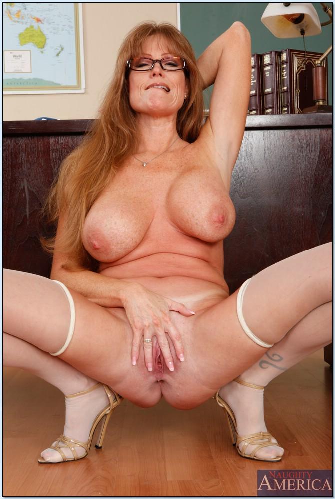 Hot naked girls huge tits
