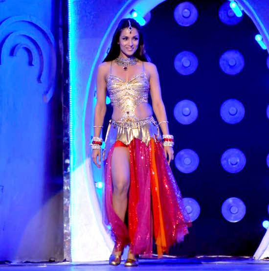 Malaika, Sonakshi, and Other Celebs at the 'Pantaloons Femina Miss India 2011' Finale AduQ9TTO