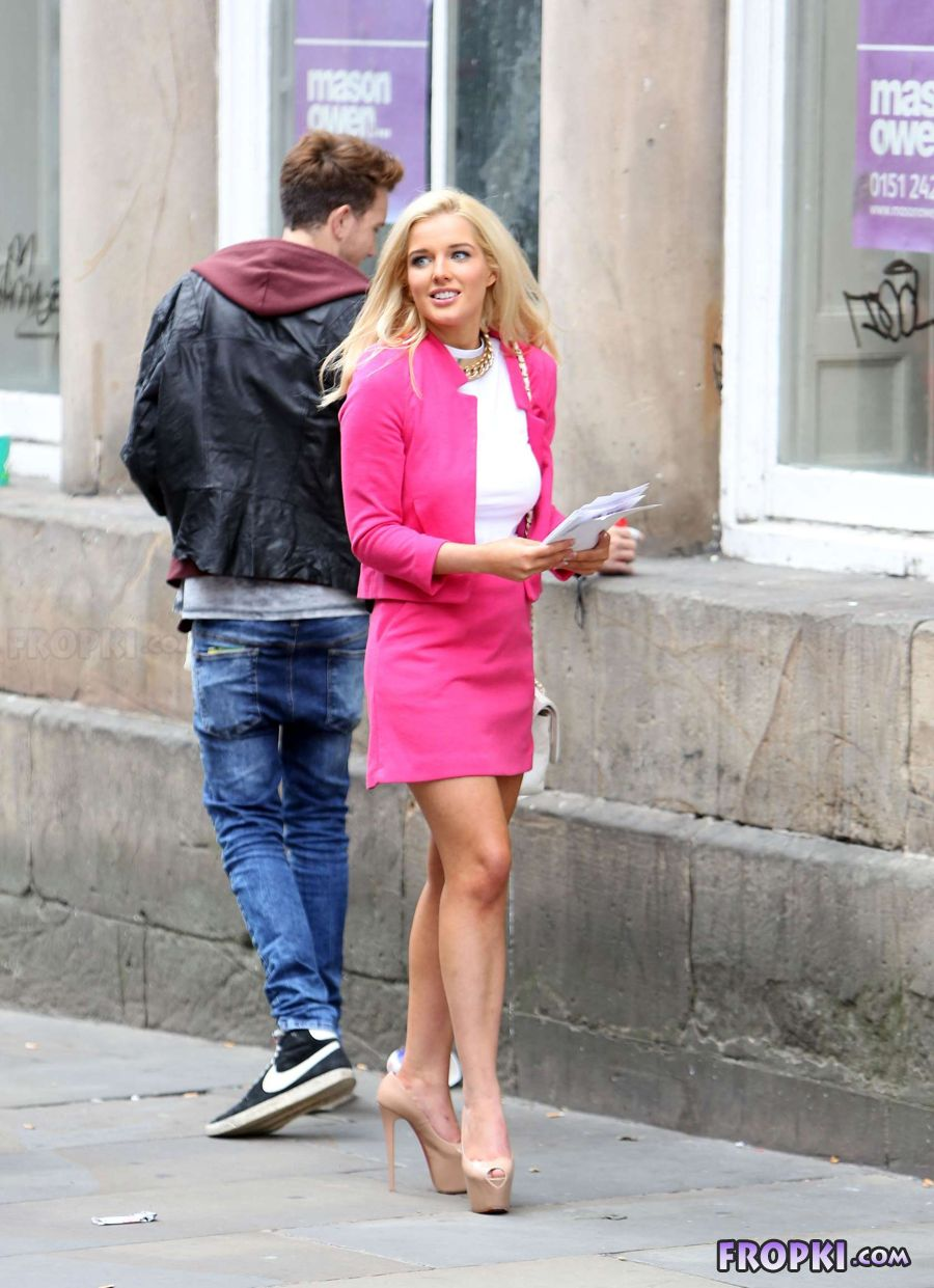 Helen Flanagan in suit on set of Celebrity Superspa Aby0oE3i
