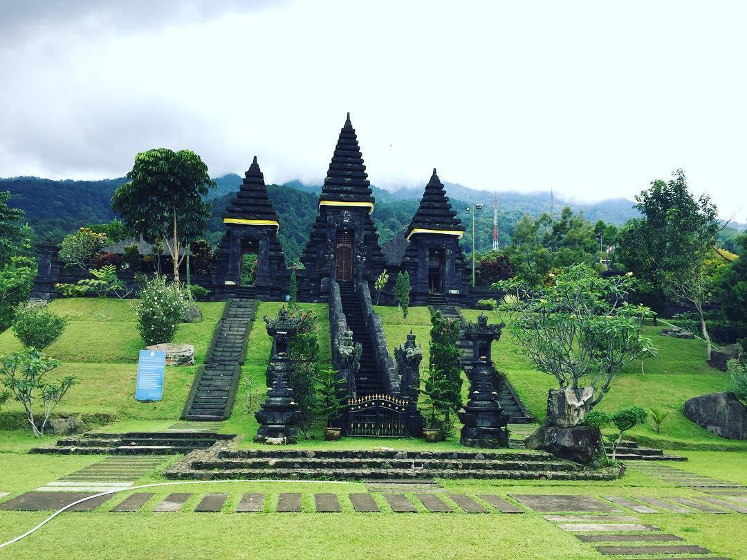 Keindahan Pura Parahyangan Agung Jagatkarta, Setitik Bali di Tanah Sunda
