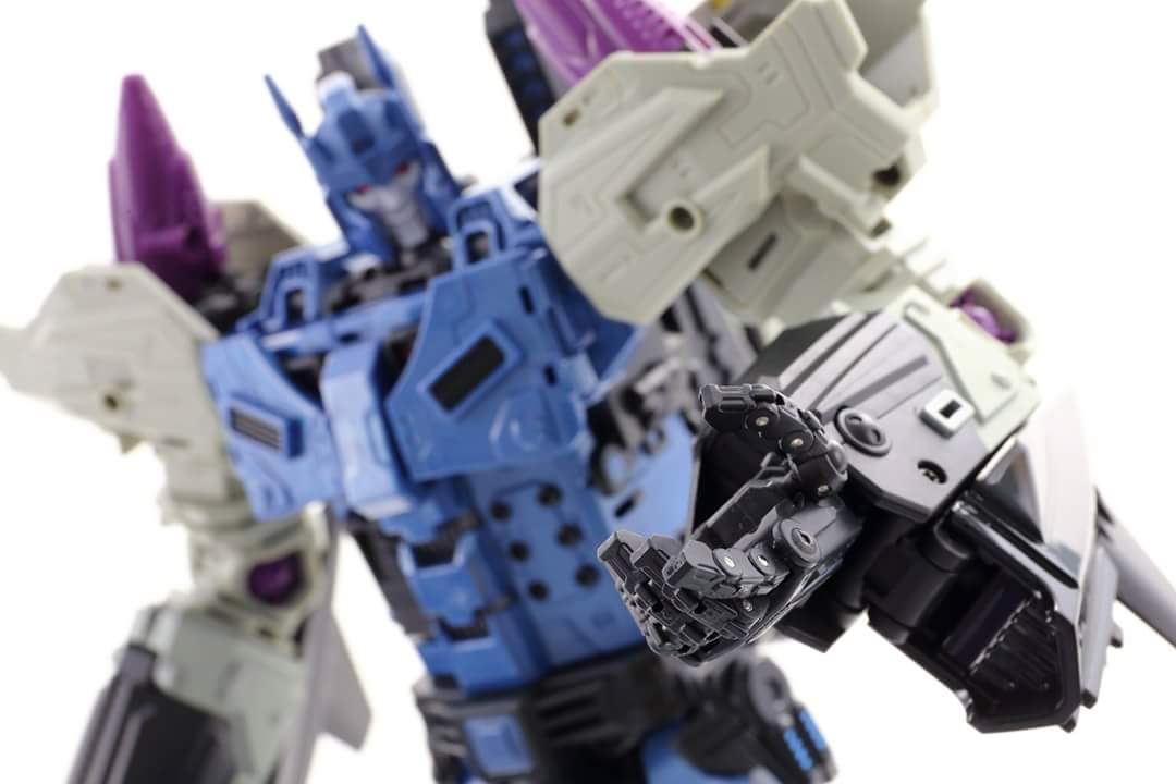 [Mastermind Creations] Produit Tiers - R-17 Carnifex - aka Overlord (TF Masterforce) - Page 3 IoyBcdpG