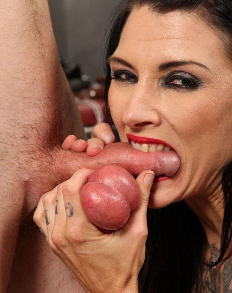 women sucking small penis
