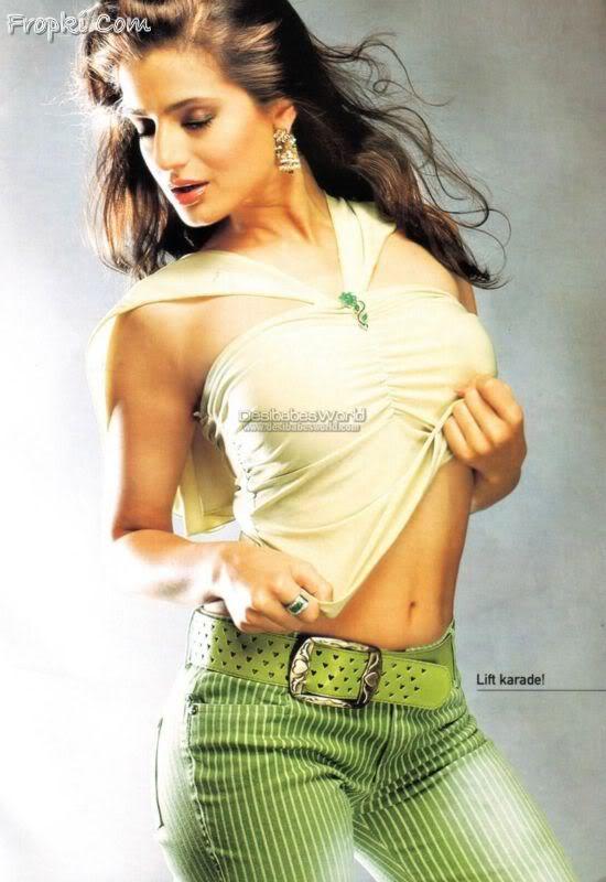 Amisha Patel 10 hottest scans from Magazines Acu0UuxS
