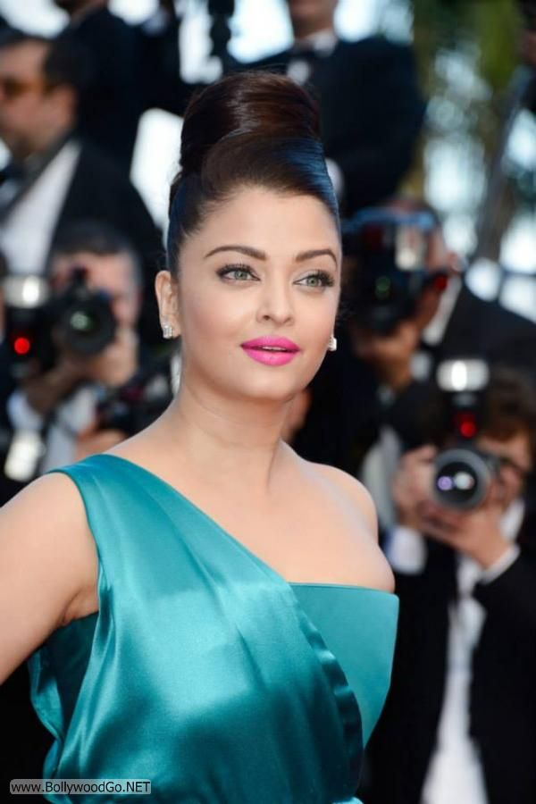 Aishwarya Rai at the Premiere of Cleopatra at the Cannes Adizade8