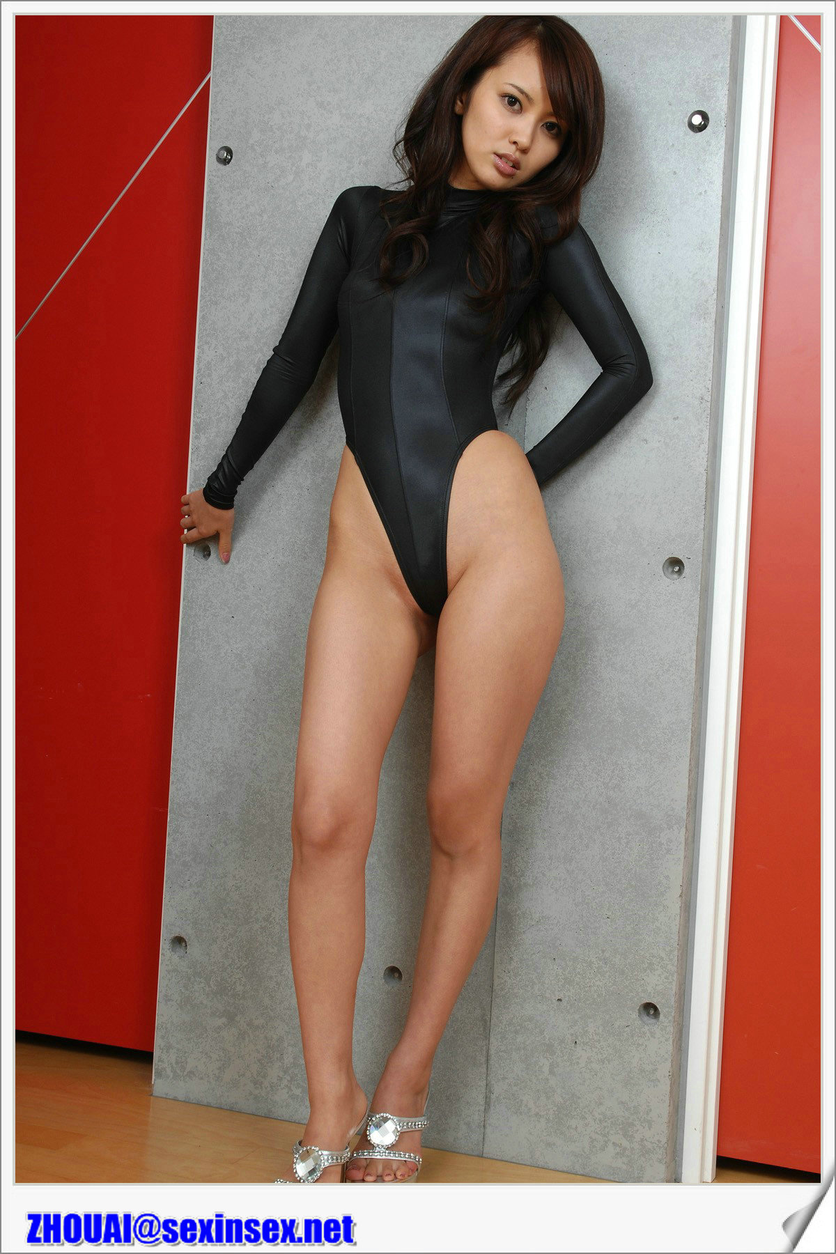 Раздвинутые ноги в метро 15 фотография