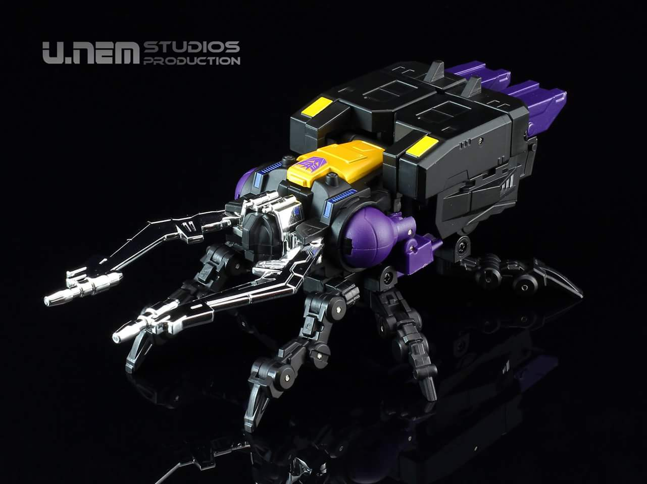 [Fanstoys] Produit Tiers - Jouet FT-12 Grenadier / FT-13 Mercenary / FT-14 Forager - aka Insecticons - Page 3 G6lIaBGD