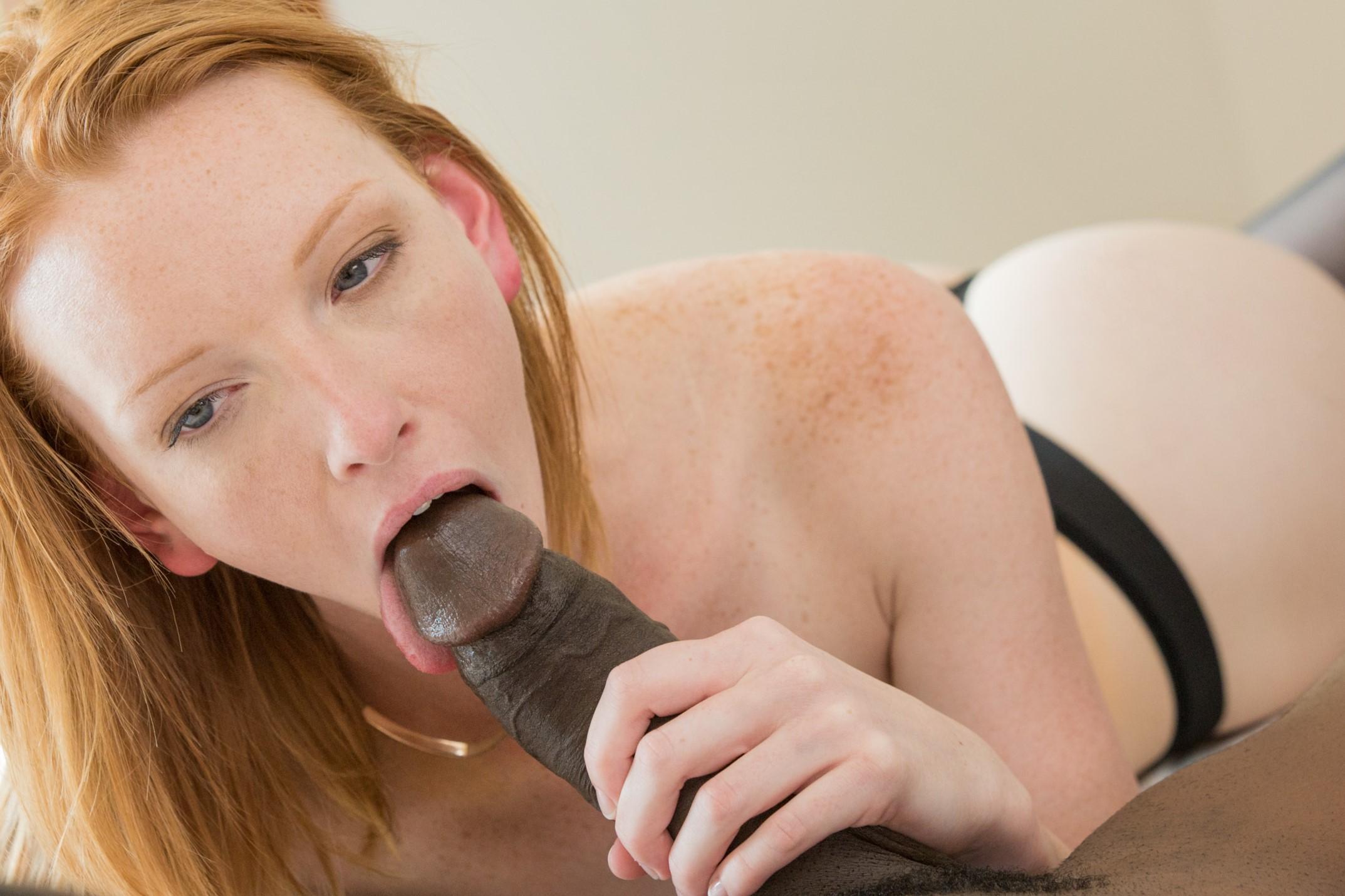 Katy Kiss - A la pelirroja le encanta la verga negra