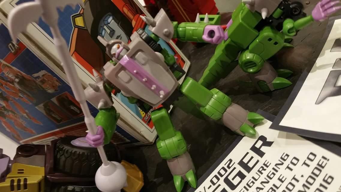 Produit Tiers: [Corbot V] CV-002 Mugger - aka Allicon | [Unique Toys] G-02 Sharky - aka Sharkticon/Requanicon DDbUaBf8