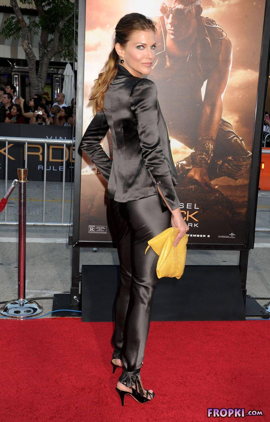 Tricia Helfer - Riddick Premiere in Los Angeles Acrw0XZx
