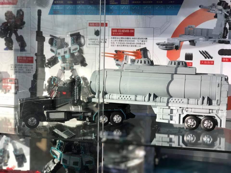 [FansHobby] Produit Tiers - Master Builder MB-01 Archenemy (aka Scourge RID 2000),  MB-04 Gunfighter II (aka Laser Optimus G2) et MB-09 Trailer (remorque) R9C6gWYx