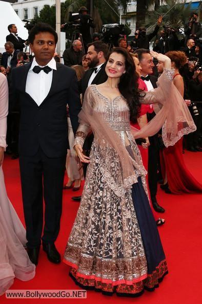 Amisha and Puja Gupta at All is Lost Premiere at Cannes AbzocJIb