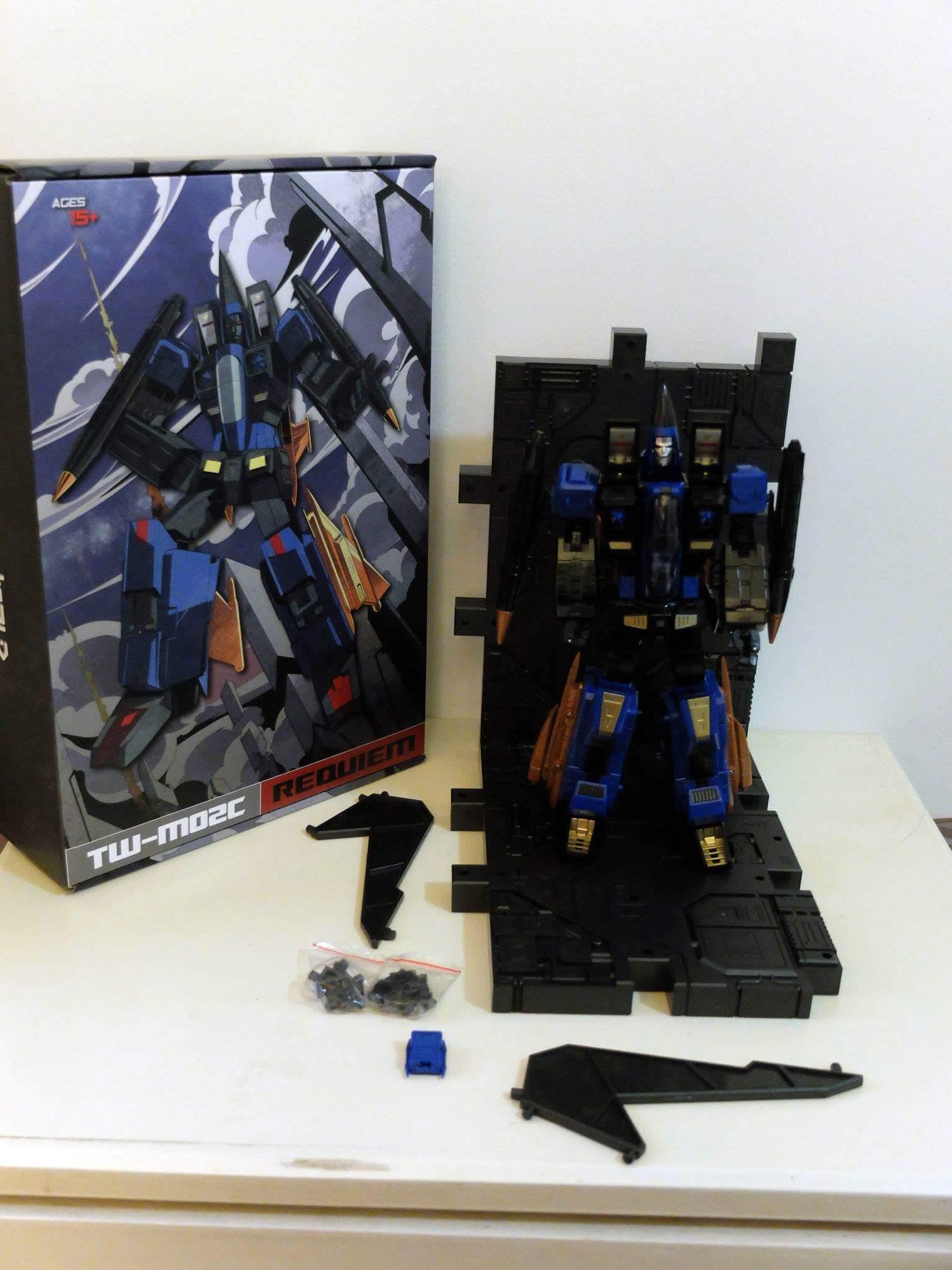 [ToyWorld] Produit Tiers - TW-M02A Combustor (Ramjet/Statoréacto), TW-M02B Assault (Thrust/Fatalo), TW-M02C Requiem (Dirge/Funébro) - Page 2 PZs6Qqud