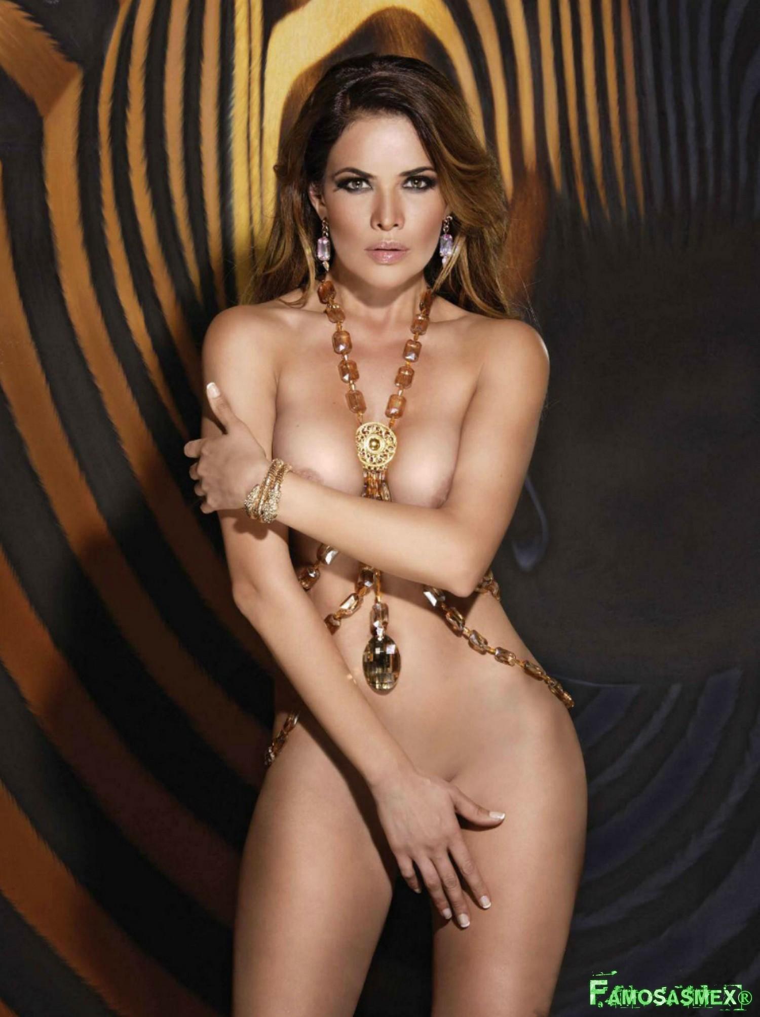 Vanessa mexicana en lenceria y con mascara virtual - 2 3