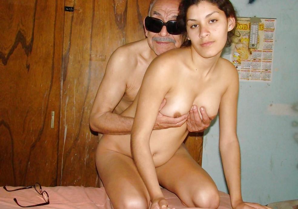 Abuelo se folla a la nieta en el bosque 8